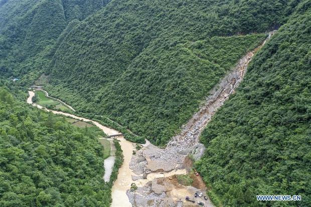 Lũ lụt ở Trung Quốc ngày càng đáng sợ: Hơn 12 triệu người dân phải điêu đứng, thiệt hại lên đến hơn 80 nghìn tỷ đồng - Ảnh 2.