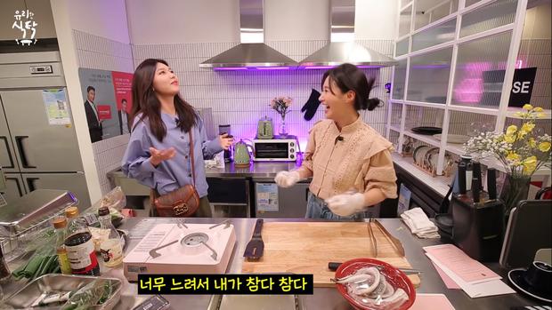 Trổ tài làm trứng rán cần mỡ, Yuri & Sooyoung (SNSD) khiến fan không nhịn được cười khi xem thành quả - Ảnh 2.