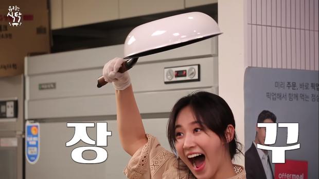 Trổ tài làm trứng rán cần mỡ, Yuri & Sooyoung (SNSD) khiến fan không nhịn được cười khi xem thành quả - Ảnh 7.