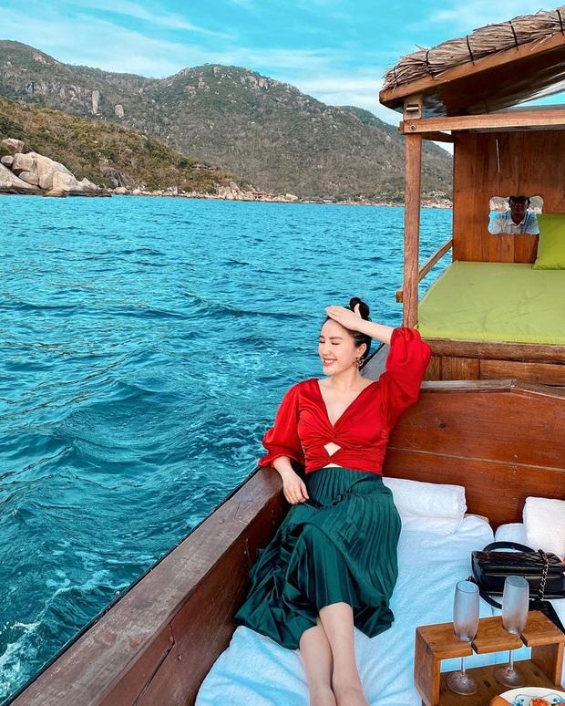Một vùng biển Việt Nam đang được Bảo Thy, Hà Hồ, Tóc Tiên và loạt người nổi tiếng check-in: Đích thị là điểm đến hot nhất 2020 rồi! - Ảnh 9.