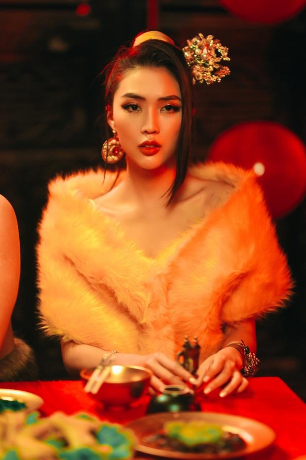 K-ICM xuyên không về làm hiệp khách giang hồ, ngồi không uống rượu cũng bị vướng vào tình tay ba với Xesi và Hoa hậu Tường Linh! - Ảnh 3.