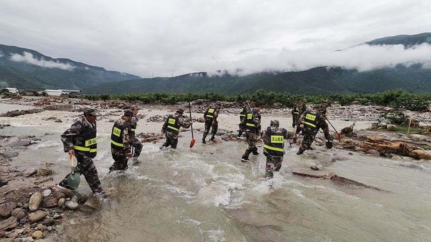 Lũ lụt ở Trung Quốc ngày càng đáng sợ: Hơn 12 triệu người dân phải điêu đứng, thiệt hại lên đến hơn 80 nghìn tỷ đồng - Ảnh 1.