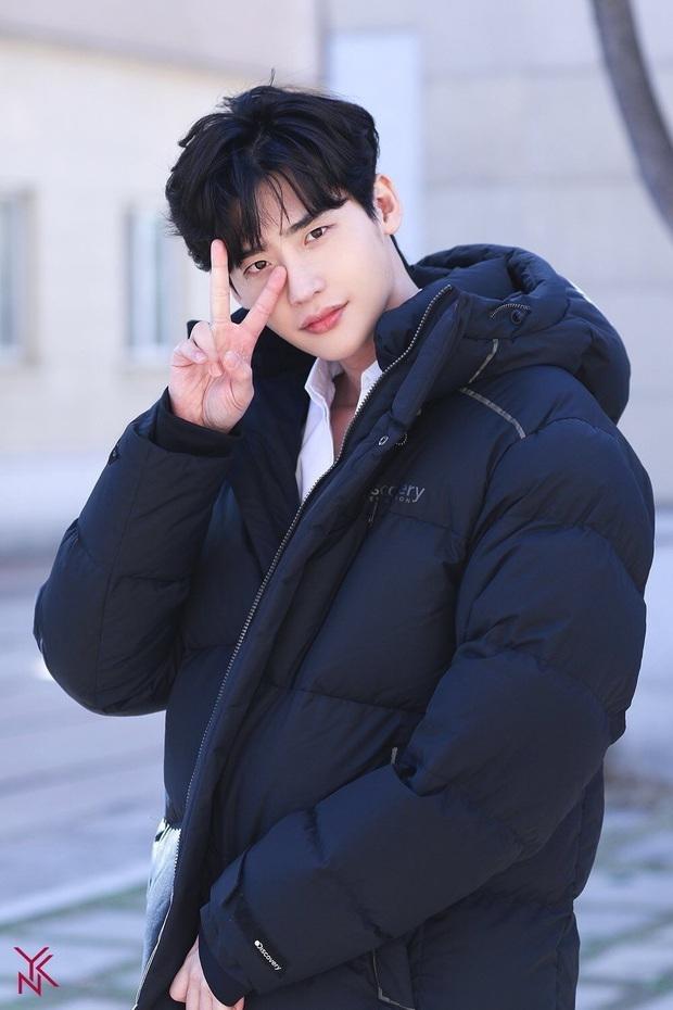 Báo Nhật bình chọn top 10 sao nam Hàn hot nhất: Hai nam thần nổi đình nổi đám Lee Min Ho - Kim Soo Hyun bất ngờ bị một cái tên khác vượt mặt - Ảnh 1.