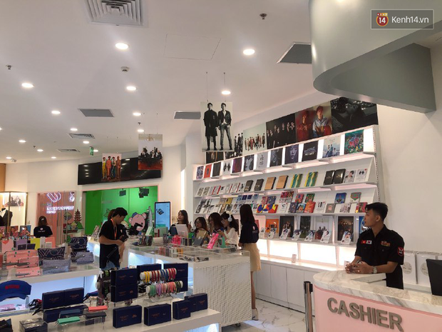 CỰC HOT: SMTOWN Cafe chính thức về Việt Nam, không gian sống ảo không chỗ chê, idol goods nhiều lựa mỏi cả tay - Ảnh 3.