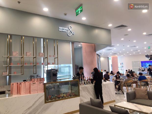 CỰC HOT: SMTOWN Cafe chính thức về Việt Nam, không gian sống ảo không chỗ chê, idol goods nhiều lựa mỏi cả tay - Ảnh 2.