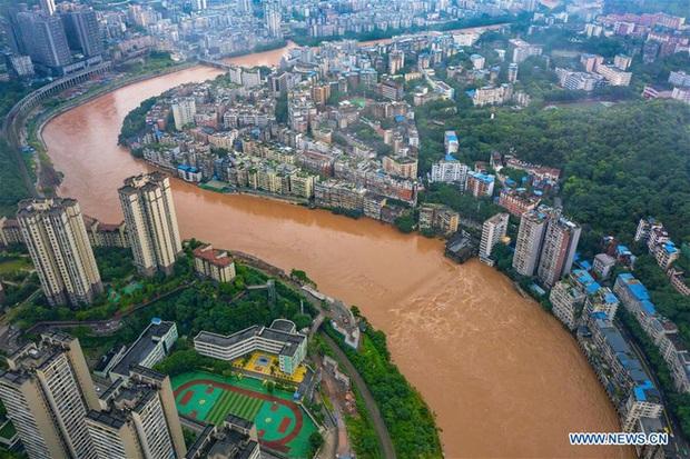 Lũ lụt ở Trung Quốc ngày càng đáng sợ: Hơn 12 triệu người dân phải điêu đứng, thiệt hại lên đến hơn 80 nghìn tỷ đồng - Ảnh 10.
