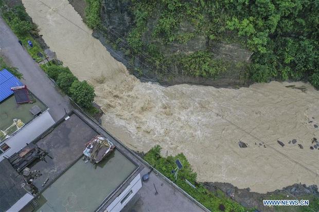 Lũ lụt ở Trung Quốc ngày càng đáng sợ: Hơn 12 triệu người dân phải điêu đứng, thiệt hại lên đến hơn 80 nghìn tỷ đồng - Ảnh 11.