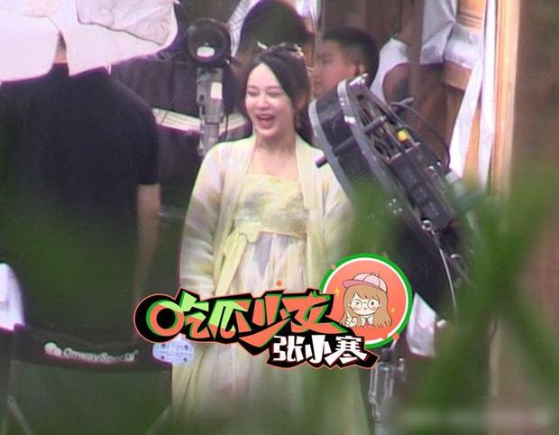 Dương Tử cười phớ lớ giữa phim trường, thái độ đáng chú ý sau tin đồn được Ngô Diệc Phàm yêu thầm - Ảnh 5.