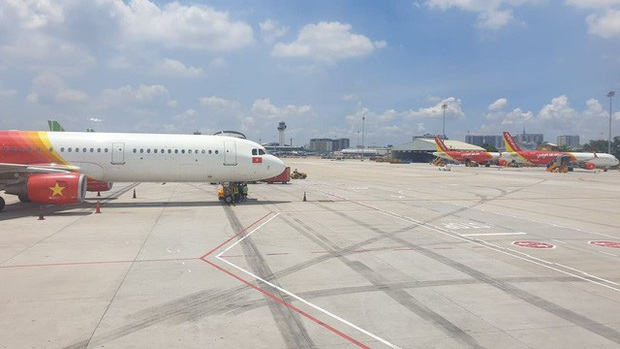 Nữ hành khách ném điện thoại vào tiếp viên hàng không bị cấm bay - Ảnh 2.