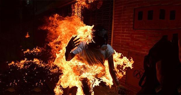 Quảng Bình: Phá cửa xông vào nhà bạn gái, nam thanh niên bất ngờ bị cháy xăng - Ảnh 1.