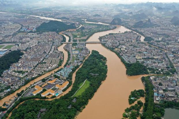 Mực nước hơn 300 con sông tại Trung Quốc vượt mức báo động - Ảnh 1.