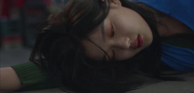 Phấn khích đòi Ji Chang Wook cõng, Kim Yoo Jung bị người yêu crush mời đi ăn dằn mặt ở tập 5 Backstreet Rookie - Ảnh 8.