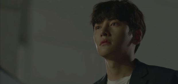Phấn khích đòi Ji Chang Wook cõng, Kim Yoo Jung bị người yêu crush mời đi ăn dằn mặt ở tập 5 Backstreet Rookie - Ảnh 18.