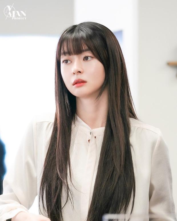 4 kiểu tóc được lăng xê ác liệt trong phim Hàn dạo gần đây, chị em ứng dụng thì nhan sắc không lên hương mới lạ - Ảnh 2.
