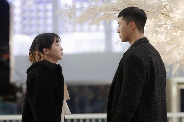 4 cô gái vàng ở làng cọc tìm trâu của phim Hàn: Khùng nữ Seo Ye Ji chưa bá đạo bằng chị đại Kim Yoo Jung đâu nhé! - Ảnh 9.