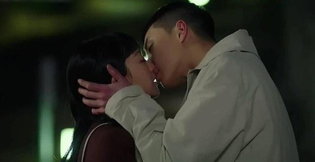 4 cô gái vàng ở làng cọc tìm trâu của phim Hàn: Khùng nữ Seo Ye Ji chưa bá đạo bằng chị đại Kim Yoo Jung đâu nhé! - Ảnh 12.
