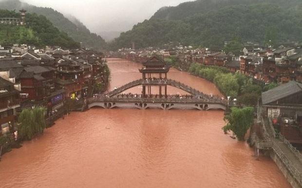 Lũ lụt ở Trung Quốc ngày càng đáng sợ: Hơn 12 triệu người dân phải điêu đứng, thiệt hại lên đến hơn 80 nghìn tỷ đồng - Ảnh 4.