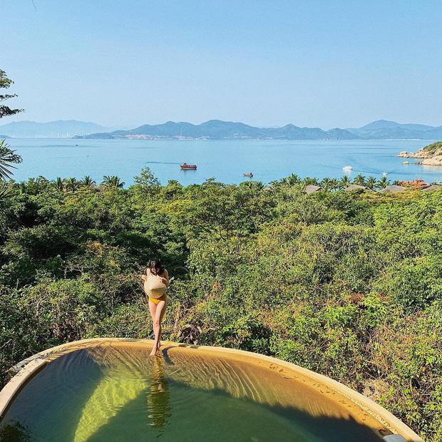 Một vùng biển Việt Nam đang được Bảo Thy, Hà Hồ, Tóc Tiên và loạt người nổi tiếng check-in: Đích thị là điểm đến hot nhất 2020 rồi! - Ảnh 6.