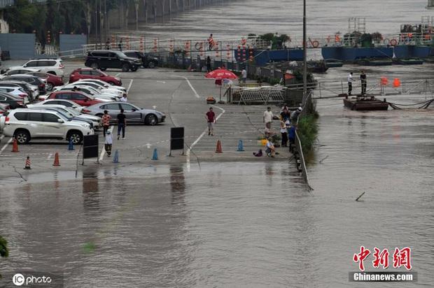 Lũ lụt ở Trung Quốc ngày càng đáng sợ: Hơn 12 triệu người dân phải điêu đứng, thiệt hại lên đến hơn 80 nghìn tỷ đồng - Ảnh 8.