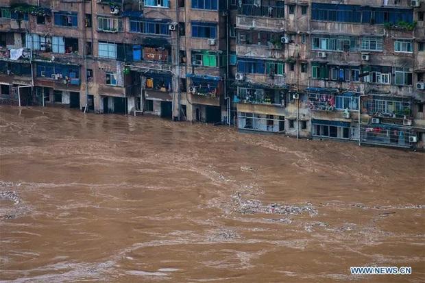 Lũ lụt ở Trung Quốc ngày càng đáng sợ: Hơn 12 triệu người dân phải điêu đứng, thiệt hại lên đến hơn 80 nghìn tỷ đồng - Ảnh 14.