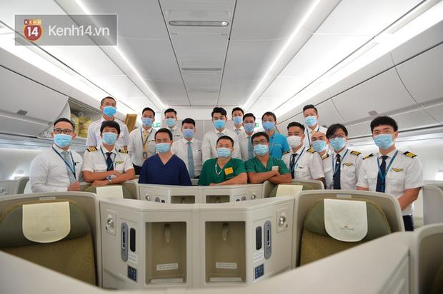 Một giờ sau khi chuyến bay từ Guinea cất cánh, ở khoang hành khách dương tính 1 bệnh nhân sốt cao, thêm 1 người khó thở... - Ảnh 2.