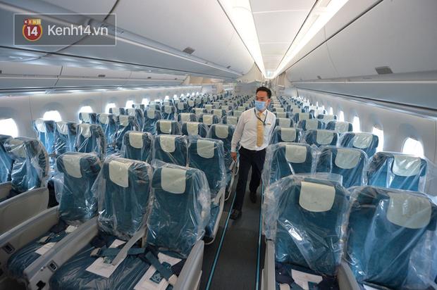 Một giờ sau khi chuyến bay từ Guinea cất cánh, ở khoang hành khách dương tính 1 bệnh nhân sốt cao, thêm 1 người khó thở... - Ảnh 3.
