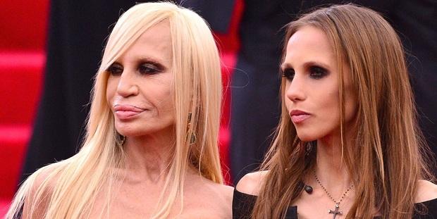 Cuộc sống như địa ngục của Ái nữ đế chế Versace: Thừa kế công ty khi mới 11 tuổi, tài sản hàng trăm triệu đô nhưng không có lấy một ngày vui vẻ - Ảnh 1.