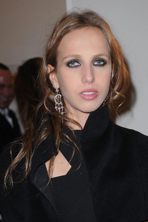 Cuộc sống như địa ngục của Ái nữ đế chế Versace: Thừa kế công ty khi mới 11 tuổi, tài sản hàng trăm triệu đô nhưng không có lấy một ngày vui vẻ - Ảnh 7.