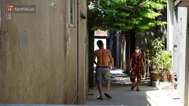 Nhịp sống tại khu phố Mễ Trì, nơi bệnh nhân Covid-19 số 447 từng sinh sống: Người thân cung cấp nhu yếu phẩm để mọi người yên tâm chống dịch - Ảnh 5.
