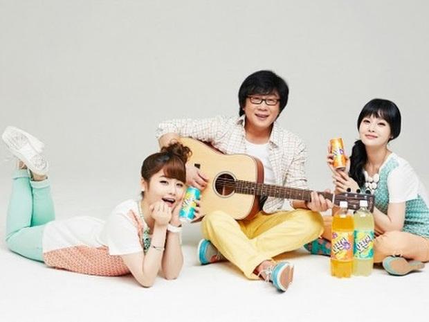 5 idol đã hot lại còn có bố mẹ nổi tiếng: Mỹ nhân T-ara ngậm thìa vàng, bố Jungyeon (TWICE) là đầu bếp của Tổng thống - Ảnh 7.