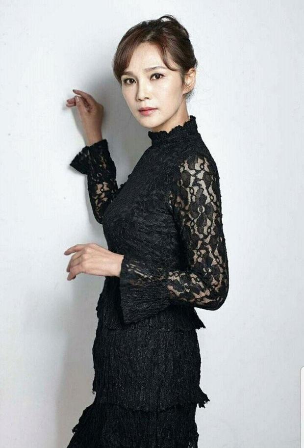 5 idol đã hot lại còn có bố mẹ nổi tiếng: Mỹ nhân T-ara ngậm thìa vàng, bố Jungyeon (TWICE) là đầu bếp của Tổng thống - Ảnh 3.