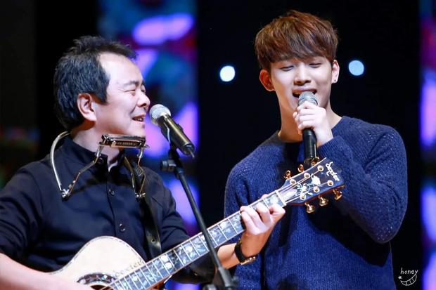 5 idol đã hot lại còn có bố mẹ nổi tiếng: Mỹ nhân T-ara ngậm thìa vàng, bố Jungyeon (TWICE) là đầu bếp của Tổng thống - Ảnh 5.