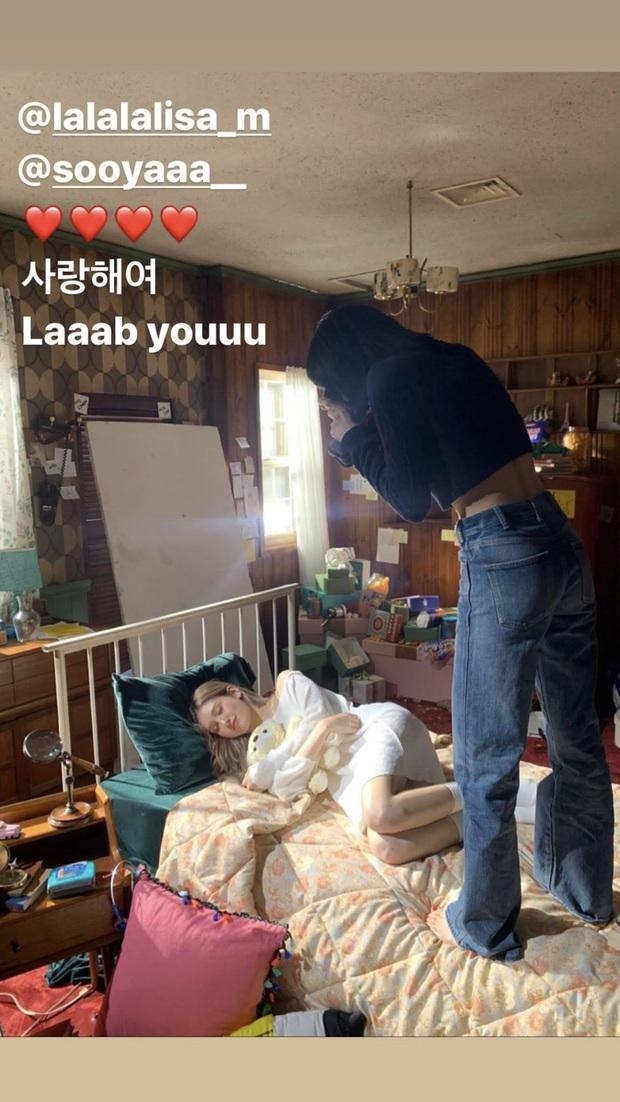 Somi kể chuyện hậu trường quay MV mới, tiết lộ lý do Jisoo và Lisa đến thăm khiến nữ idol nhận ra sự khác biệt giữa hoạt động nhóm và solo - Ảnh 1.