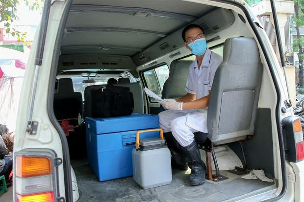 Các bệnh viện ở Hà Nội khởi động lại quy trình khám, chữa bệnh phòng chống Covid-19 - Ảnh 1.