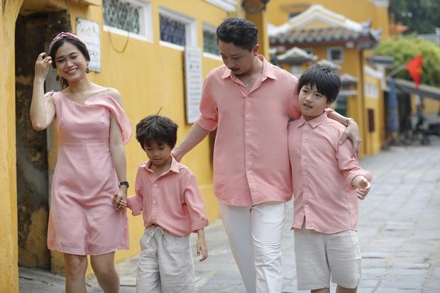 Lâm Vỹ Dạ tung ảnh đánh dấu 10 năm hôn nhân với Hứa Minh Đạt, tâm điểm đổ dồn vào body mẹ 2 con hậu giảm cân - Ảnh 2.