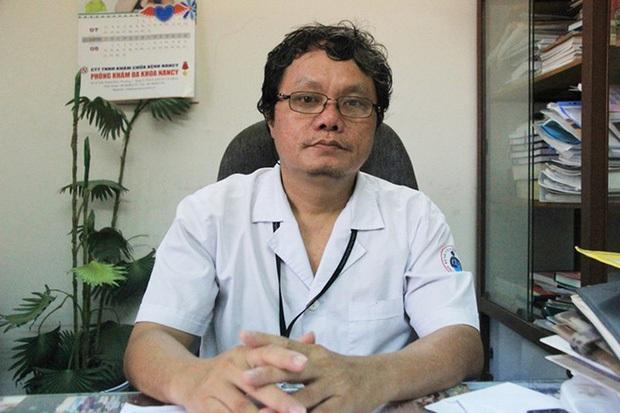 Tại sao võ sư người Mỹ lọt qua 5 bệnh viện từ Đà Nẵng đến TP.HCM mới phát hiện nhiễm virus SARS-COV-2? - Ảnh 1.
