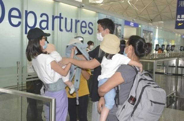 Con dâu bình dân của Vua sòng bài Macau tay xách nách mang đưa hai con về quê ngoại, trong khi chồng cũ bị nghi ngờ ăn mừng cùng nhân tình - Ảnh 2.