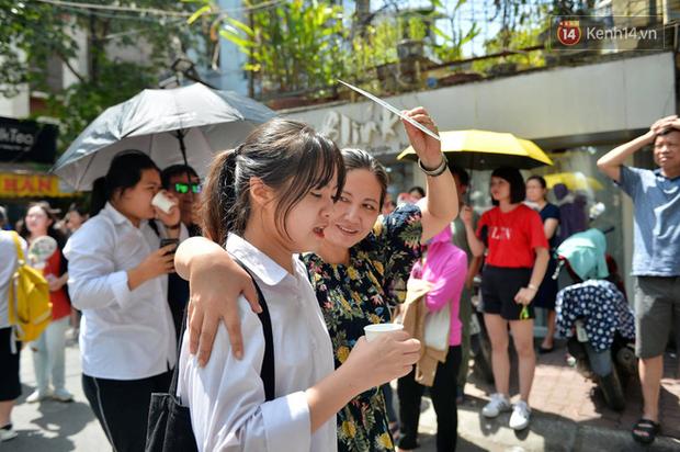 Chính thức công bố điểm thi vào lớp 10 Hà Nội 2020 - Ảnh 1.