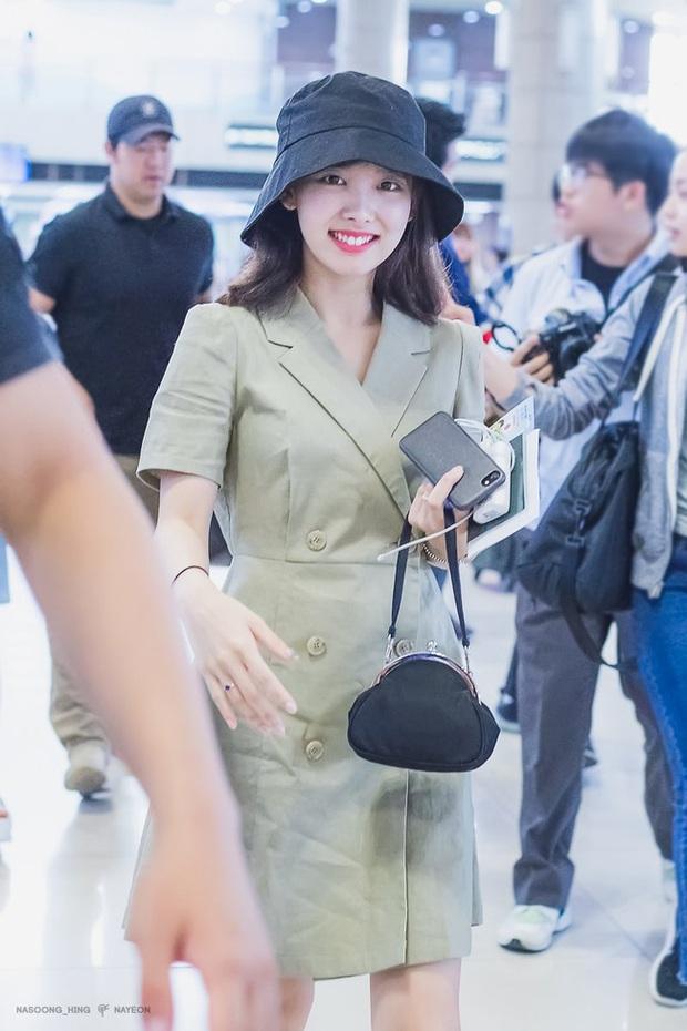 Nayeon (TWICE) không quá cao, toàn mặc đồ đơn giản nhưng style vẫn sành điệu và tôn dáng hết cỡ - Ảnh 1.
