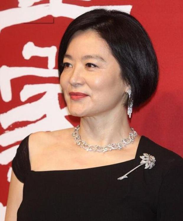 Nhan sắc tuổi U70 của đệ nhất mỹ nhân khiến Châu Tinh Trì ngưỡng mộ, mê mẩn - Ảnh 1.