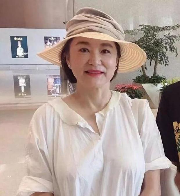 Nhan sắc tuổi U70 của đệ nhất mỹ nhân khiến Châu Tinh Trì ngưỡng mộ, mê mẩn - Ảnh 2.