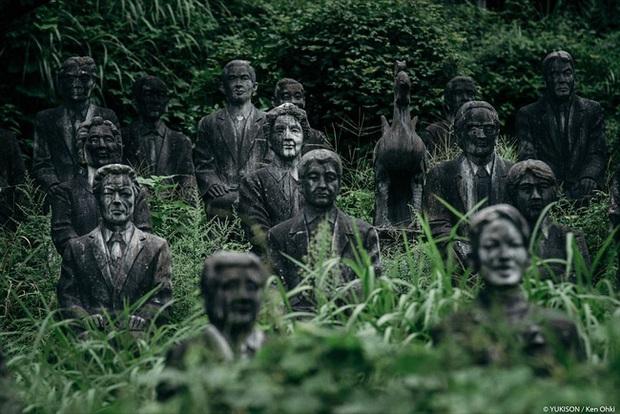 Vị doanh nhân chi gần 2.000 tỷ đồng mở công viên ngàn tượng nhưng chẳng ai dám bén mảng vì nỗi ám ảnh những bức tượng biết đi - Ảnh 1.