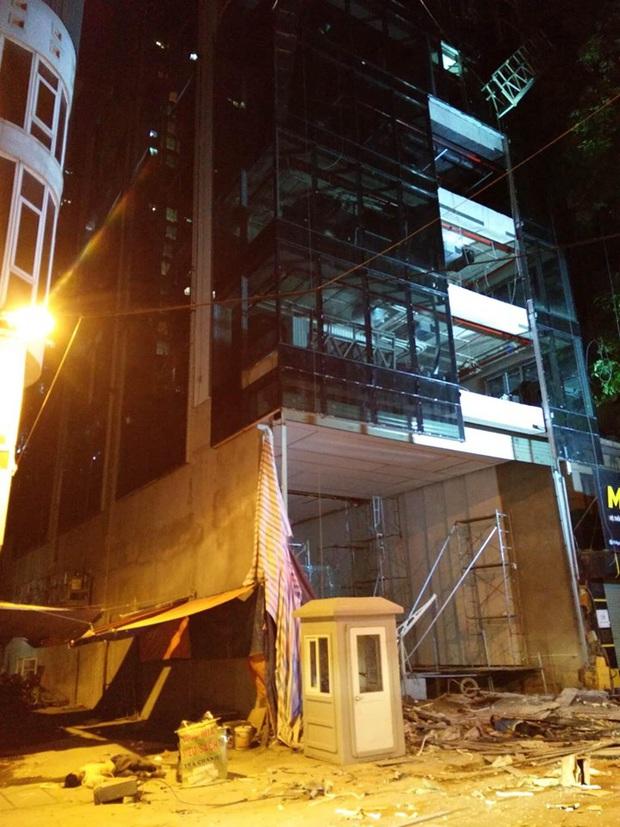 Hà Nội: Sập giàn giáo khiến nhiều công nhân rơi từ tầng cao xuống đất, 4 người thương vong - Ảnh 4.