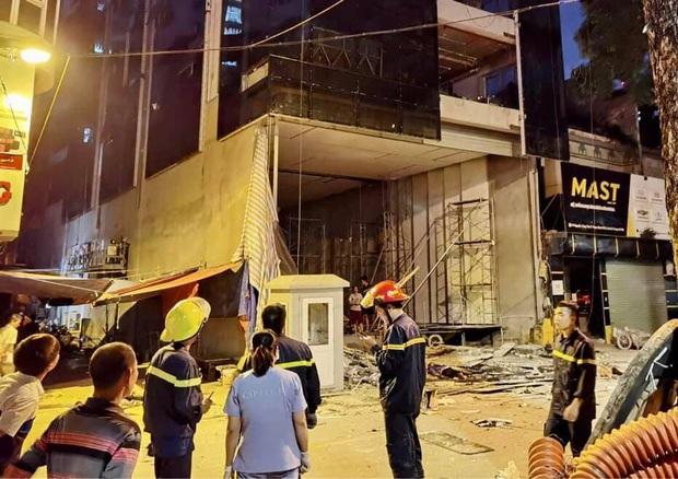 Hà Nội: Sập giàn giáo khiến nhiều công nhân rơi từ tầng cao xuống đất, 4 người thương vong - Ảnh 7.