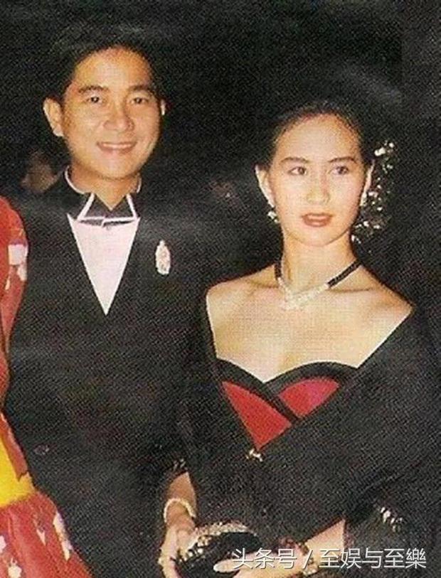 Cái chết bí ẩn của hoàng tử âm nhạc Hong Kong: Trương Quốc Vinh có ẩn tình mờ ám, ái nữ trùm sòng bạc khóc ngất? - Ảnh 4.