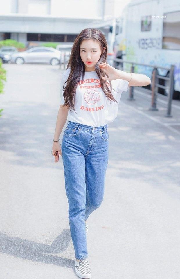 Nayeon (TWICE) không quá cao, toàn mặc đồ đơn giản nhưng style vẫn sành điệu và tôn dáng hết cỡ - Ảnh 12.