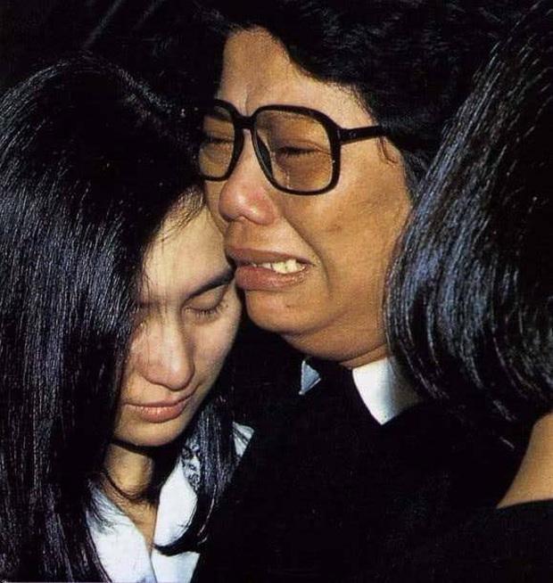 Cái chết bí ẩn của hoàng tử âm nhạc Hong Kong: Trương Quốc Vinh có ẩn tình mờ ám, ái nữ trùm sòng bạc khóc ngất? - Ảnh 6.
