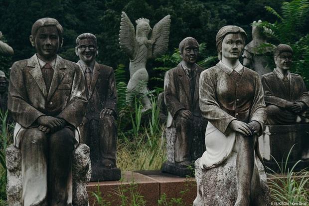 Vị doanh nhân chi gần 2.000 tỷ đồng mở công viên ngàn tượng nhưng chẳng ai dám bén mảng vì nỗi ám ảnh những bức tượng biết đi - Ảnh 6.