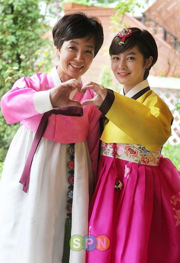 5 idol đã hot lại còn có bố mẹ nổi tiếng: Mỹ nhân T-ara ngậm thìa vàng, bố Jungyeon (TWICE) là đầu bếp của Tổng thống - Ảnh 8.