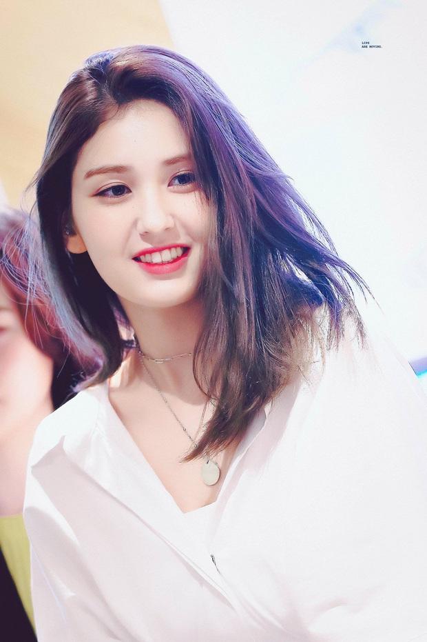 Somi kể chuyện hậu trường quay MV mới, tiết lộ lý do Jisoo và Lisa đến thăm khiến nữ idol nhận ra sự khác biệt giữa hoạt động nhóm và solo - Ảnh 4.